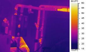 Infrarotbild-Heizungsrohre vor Dämmung